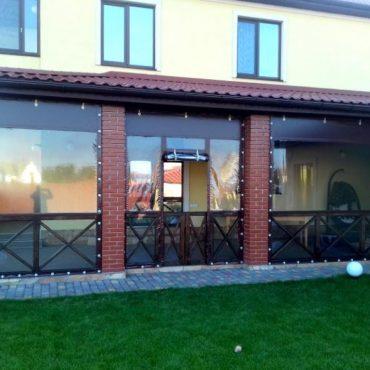 Входная дверь посередине секции - Мягкие окна Херсон